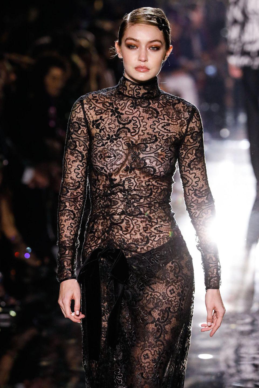 Die neue Kollektion des Designers Tom Ford präsentieren unter anderem die erfolgreichen Schwestern Gigi und Bella Hadid.
