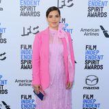 Spitzen-Look mit Blazer: America Ferrara zeigt sich im rosa-pinkfarbenen Look von Self-Portrait.
