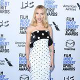 Punktlandung: Scarlett Johansson trägt einen Schwarz-Weiß-Look von Balmain.