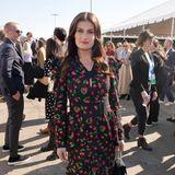 Cherry, Cherry Lady: Idina Menzel zeigt sich im Dress von Michael Kors Collection ganzfruchtig.