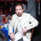 Nicolas Cage traut sichim beigefarbenen Leder-Look zur Awardverleihung.