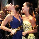 2016: So sieht Freude aus!  Brie Larson und Alicia Vikander sind die ausgezeichneten Schauspielerinnen der 88. Verleihung der Academy Awards. Und gemeinsam freuen sich beiden noch mehr.