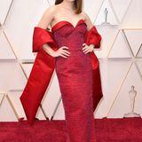Festlich glamourös ist Kaitlyn Dever im Louis-Vuitton-Look auf dem Red Carpet unterwegs.