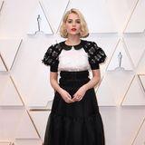 Schüchtern in Schwarz-Weiß: Lucy Boynton zeigt sich in Chanel.