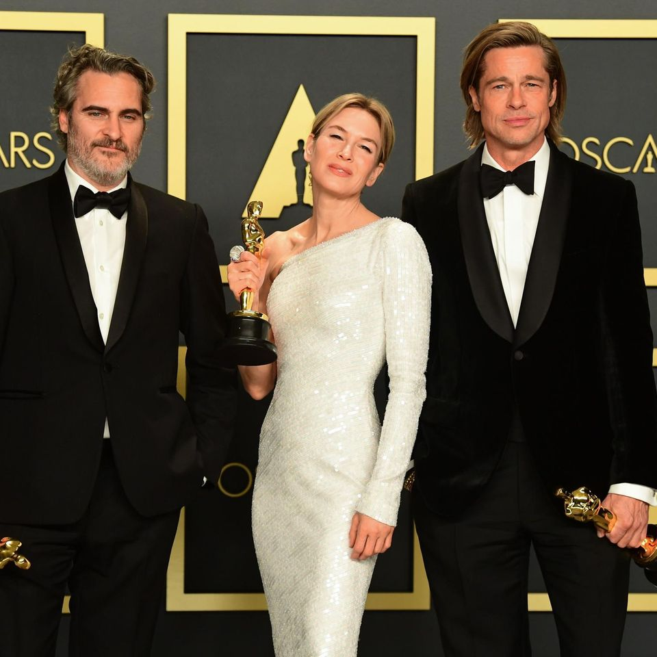 Joaquin Phoenix, Renée Zellweger und Brad Pitt freuen sich über ihre Oscars.