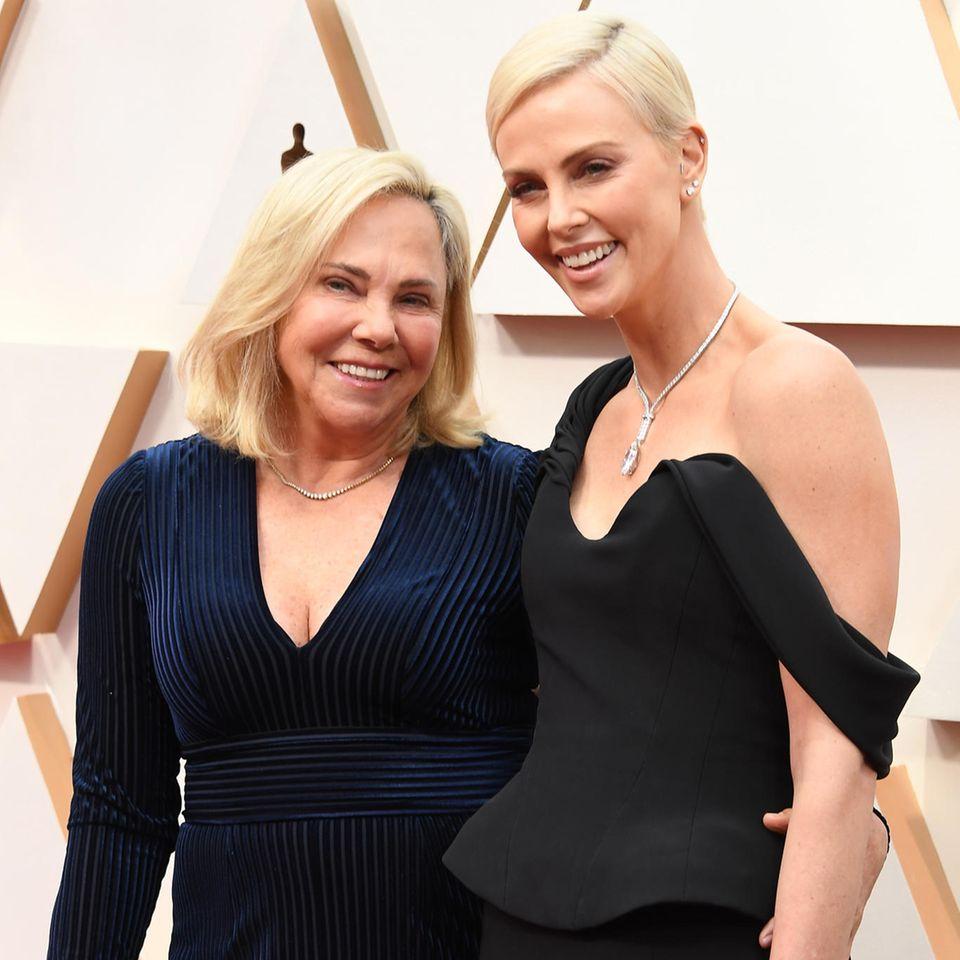 Charlize Theron und ihre Mutter Gerda Maritz hatten Spaß bei der Oscar-Verleihung