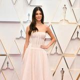 Camila Morrone schwebt ohne Leonardo DiCaprio im zartrosa Haute-Couture-Look über den Red Carpet.