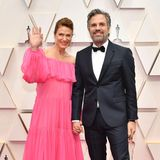 """Bei Sunrise Coigneys schulterfreiem Rüschenlook in Pink wird Ehemann Mark Ruffalo auf dem roten Teppich zur """"Nebensache""""."""