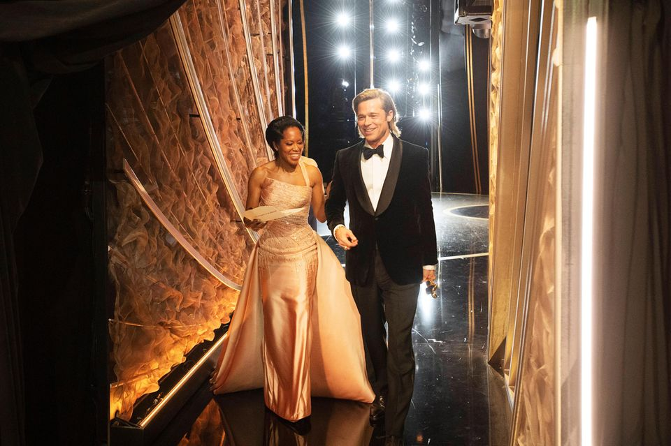 Regina King + Brad Pit Backstage bei der Oscar-Verleihung