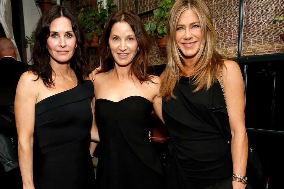 Jennifer Aniston (r.) mit Courtney Cox und Amanda Anka bei der Oscar-Party von Netflix