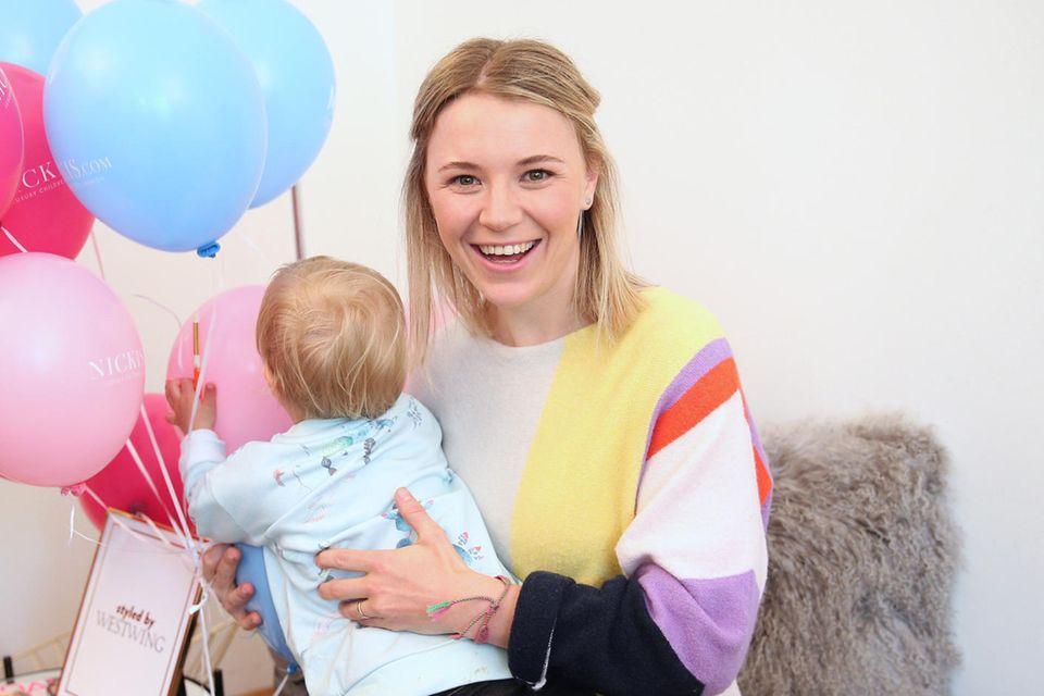 Miriam Neureuther zeigt Baby auf Instagram