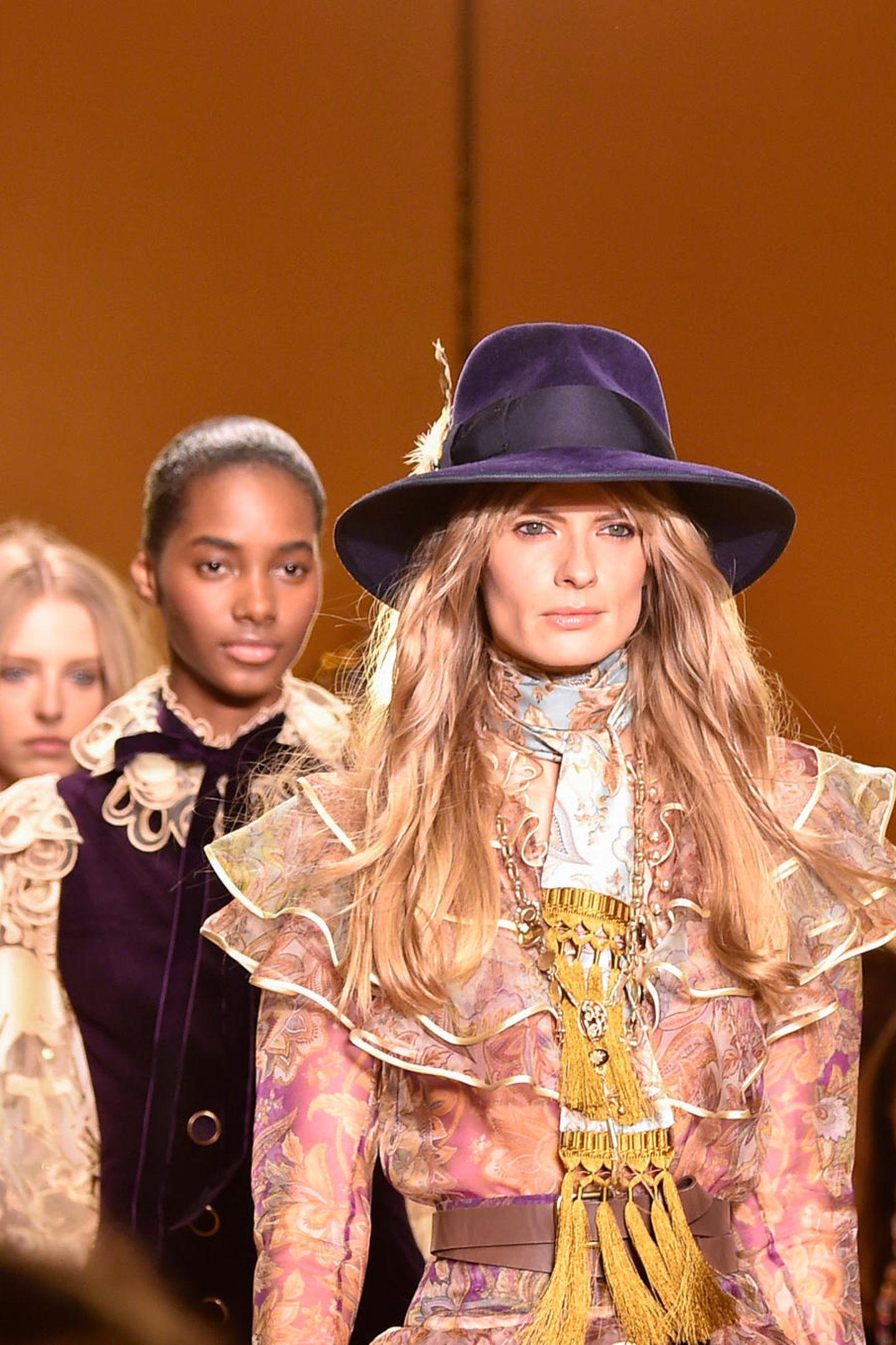 Feminine, opulente Mode gab es bei der Schau von Zimmermann. Auch Julia Stegner und Candice Swanepoel liefen hier.