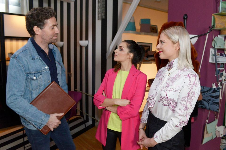 GZSZ: Neuzugang Aaron (Frederik Funke) mit Emily (Anne Menden), Sunny (Valentina Pahde, r.)