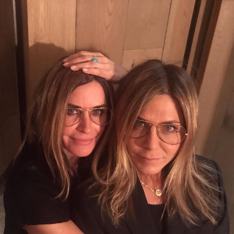 Courteney Cox + Jennifer Aniston im Zwillings-Look
