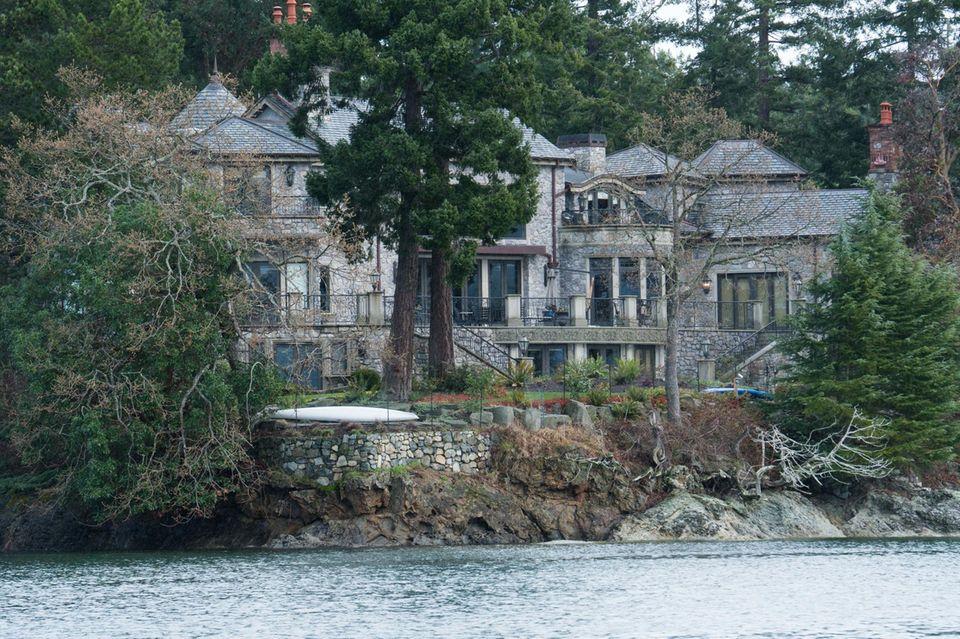 Die Millionen-Villa, in der die Sussexes aktuell wohnen: Auch ohne Rückhalt der Royal Family wollen Harry und Meghan ihren Luxus nicht aufgeben. Ein Lebensstil, der finanziert werden muss.