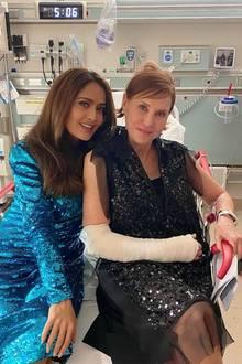 Salma Hayek ist bei ihrer Managerin im Krankenhaus