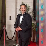 Auch bei den BAFTAs trug er den Anzug der nachhaltigen Designerin.