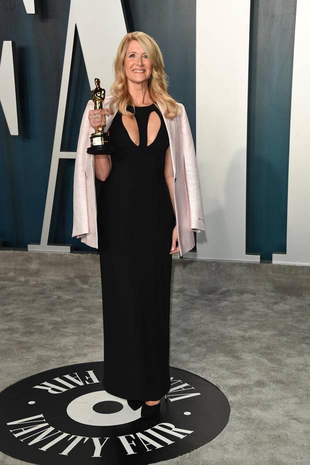 In diesem Jahr, 2020, durfte Laura Dern den Oscar als beste Nebendarstellerin mit nach Hause nehmen. Ihr Kleid kam einigen aber doch bekannt vor…