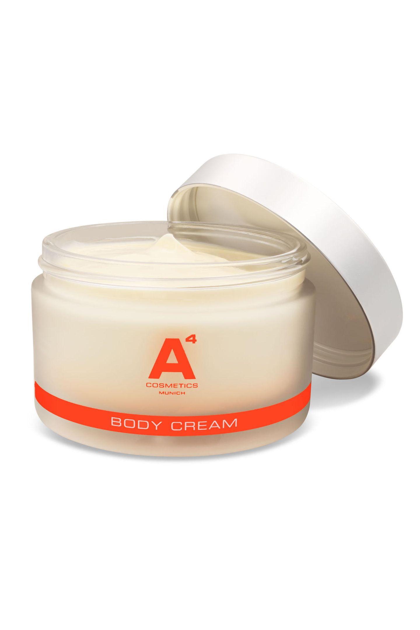 Tun Sie sich und ihrem Liebsten etwas Gutes: Die Body Cream pflegt Ihre Haut, der Geruch begeistert ihr Gegenüber. Von A4 cosmetics, circa 115 Euro