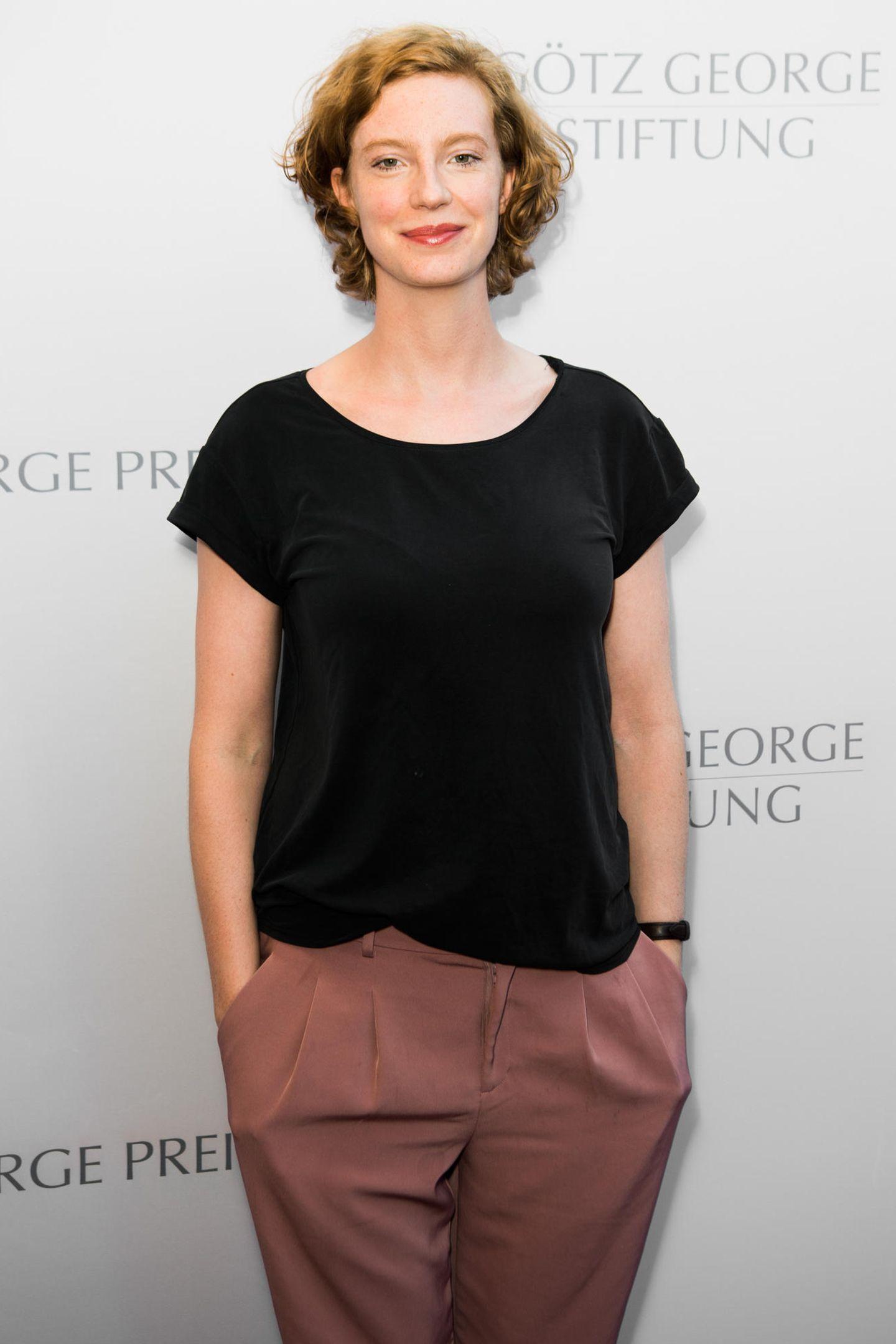 Bilder nackt emma bading Emma Stone