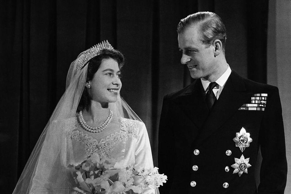 Königin Elizabeth II, damals noch Kronprinzessin, am Tag ihrer Hochzeit mit Prinz Philip am 20. November 1947.