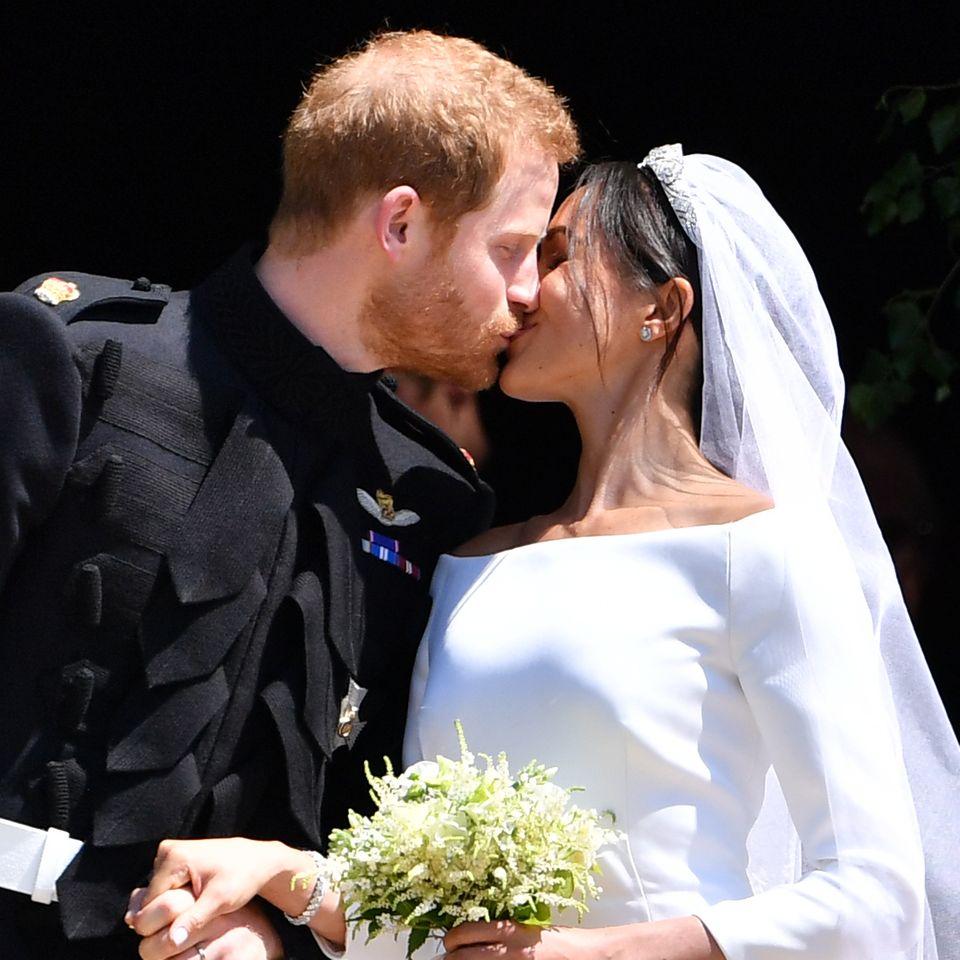 Auch Herzogin Meghan trägt einen Brautstrauß mit Myrte, als sie am 19. Mai 2018 Prinz Harry heiratet.