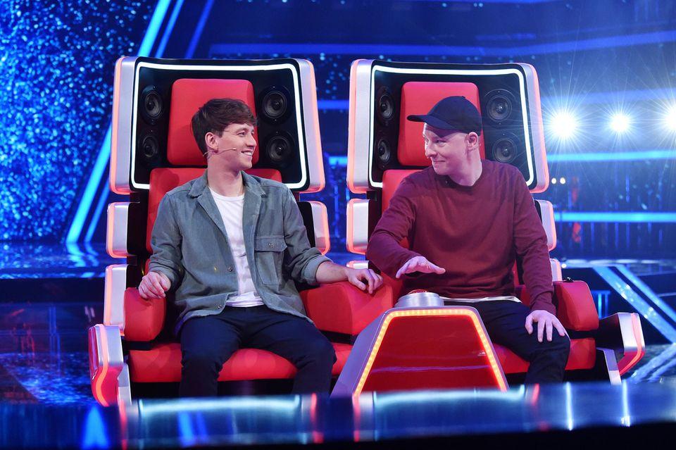 """Lukas Nimscheck (l.) und Florian Sump (r.) als Coaches bei """"The Voice Kids"""""""