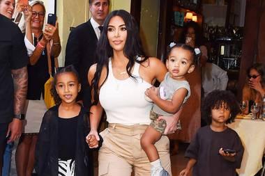 Kim Kardashian mit ihren Kids North, Chicago und Saint
