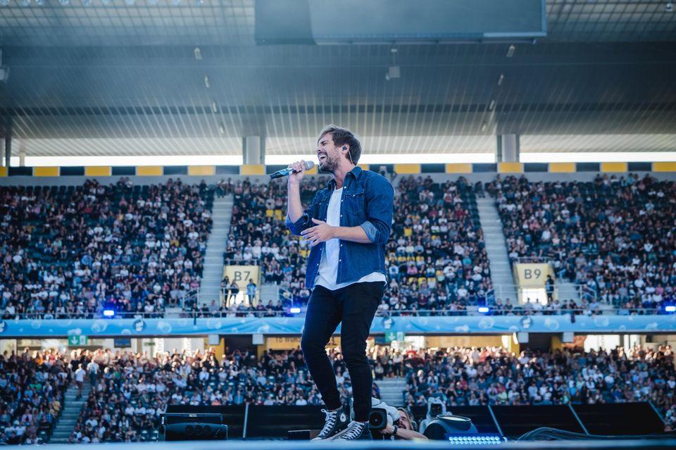 Max Giesinger auf der Bühne im Jahr 2018
