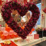 Auch Tamara Ecclestone zelebriert das Fest der Liebe. Mit Rosen, Herzen und Luftballons überrascht sie ihre Liebsten.