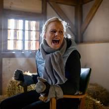 """""""Sturm der Liebe"""":Annabelle (Jenny Löffler) kommt in einem abgedunkelten Raum, an einen Stuhl gefesselt zu sich und ruft verzweifelt um Hilfe."""