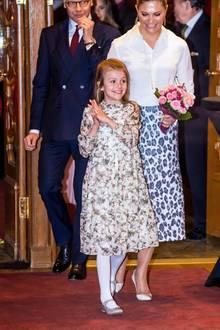 13. Februar 2020  Prinzessin Estelle ist ihre Vorfreude auf das Konzert schon deutlich anzusehen, schließlich sind die Kinder, die auf der Bühne stehen werden, ungefähr in ihrem Alter.