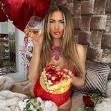 Ein Prost auf das Single-Leben! Auch ohne Partner lässt sich Ex-Bachelorette Jessica Paszka die Freude am Feiernnicht nehmen.