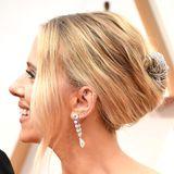 Von der Seite sieht man erst, wie aufwendig Scarlett Johanssons Haare eingerollt waren - ein Draht ziert die Haarspitzen.