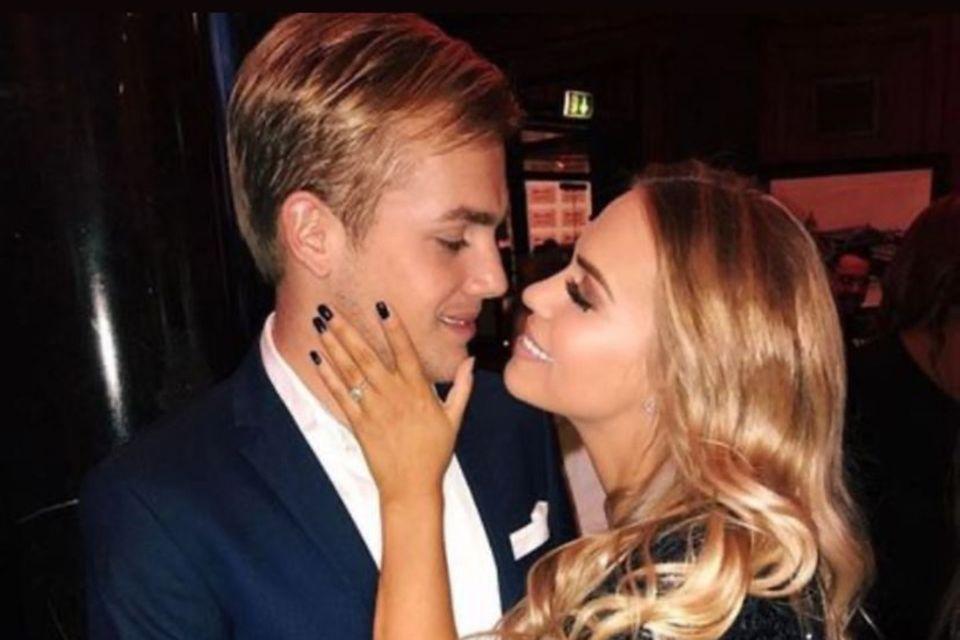 Dieses romantische Foto von sich und Ehefrau Lara-Isabelle postete Cimo Röcker am 14. Februar in seinen Instagram-Stories.