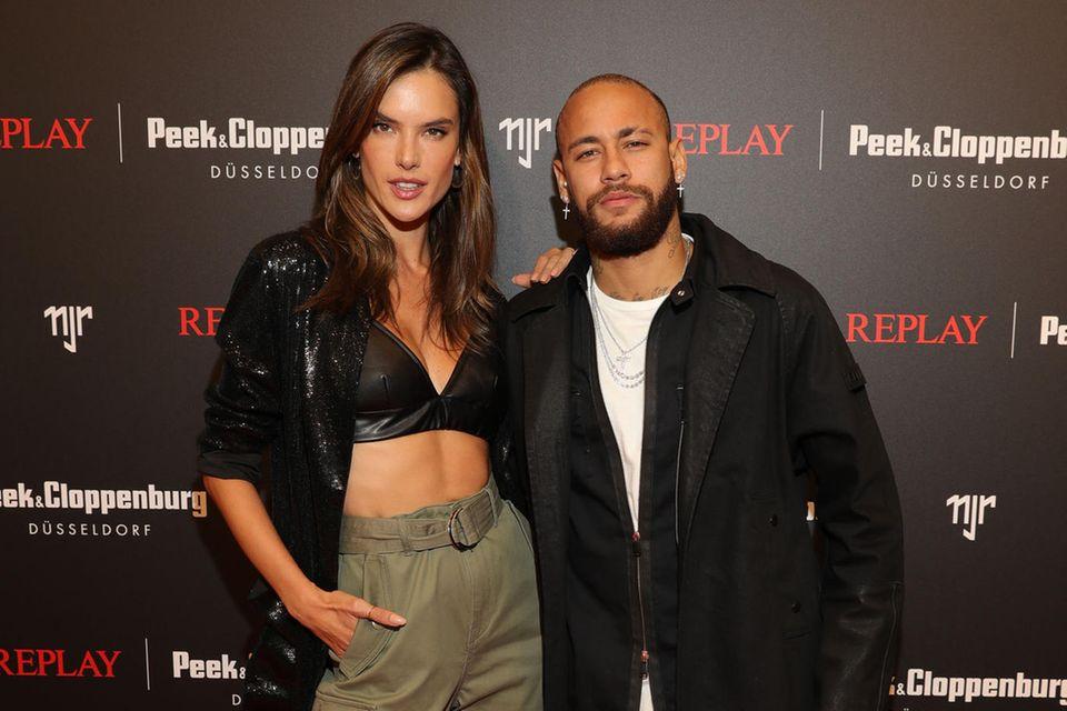 Auch Alessandra Ambrosio war vor Ort um ihren Landsmann Neymar Jr bei seinem Launch zu unterstützen.
