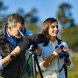 Zusammen mit König Felipe besucht Königin Letizia den Nationalpark Doñana im spanischen Andalusien und begeistert mit ihrem stilvollen Safari-Look.