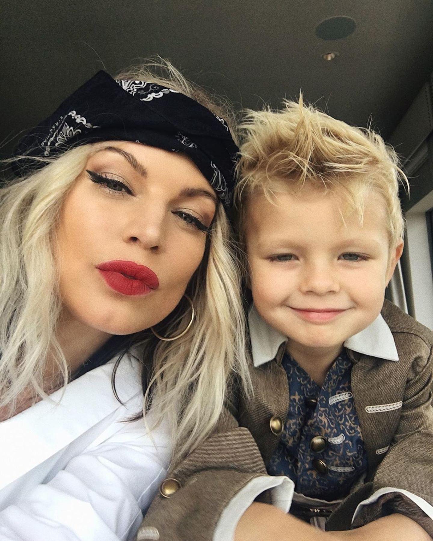 Sängerin Fergie und ihr Sohn