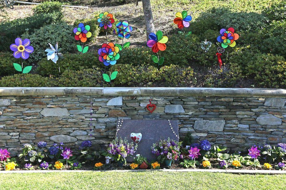 """Kobe Bryant und seine Tochter Gianna haben ihre letzte Ruhe auf dem """"Pacific View""""-Friedhof in Corona del Mar gefunden"""