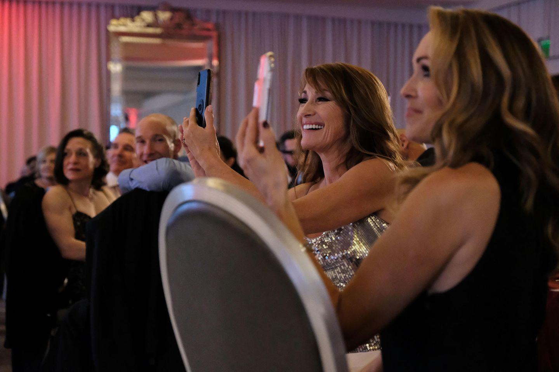 Jane Seymour macht ein Selfie