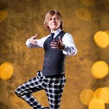 """John Kelly  Ob er mit seiner Schwester Maite Kelly gleichzieht, die 2011 die vierte Staffel von """"Let's Dance"""" gewonnen hat, wird sich zeigen. Tanzshow-Erfahrungund Erfolg hat John schon gesammelt, im letzten Jahr machte er den zweiten Platz bei """"Dancing on Ice""""."""