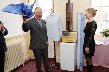 Prinz Charles enthüllt ein Gedenktafel