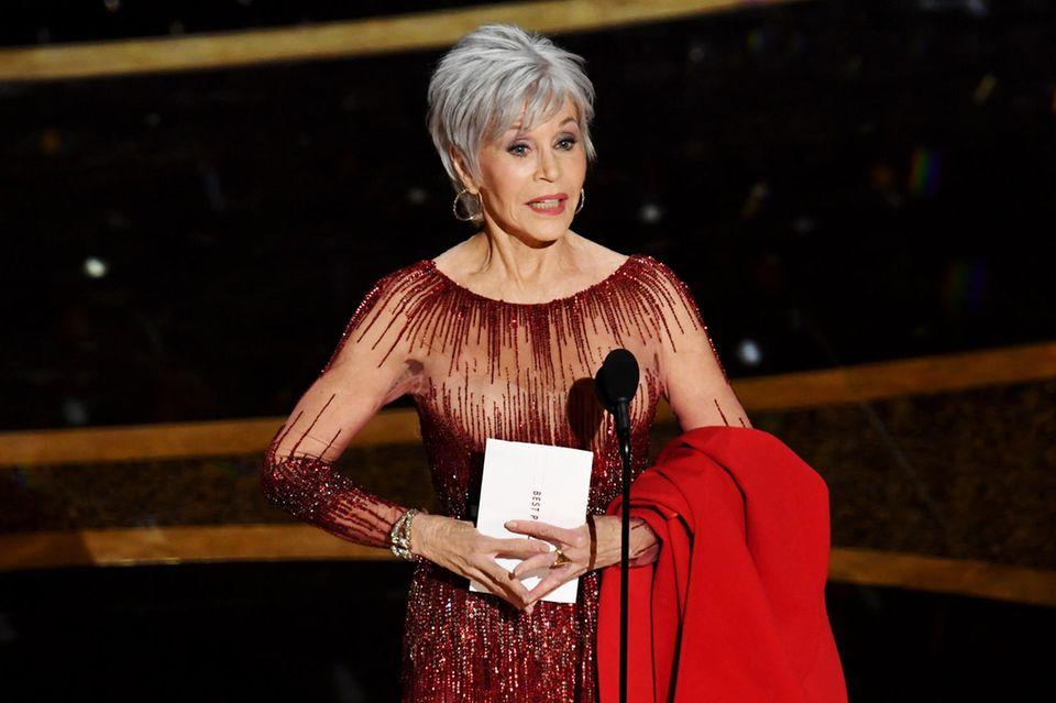 Jane Fonda präsentiert ihre grauen Haare bei den Oscars