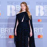Freya Ridings ist eine begnadete Sängerin und Songwriterin. Bei den Brit Awards 2020 stellte sie in einem Kleid von Dundas aber auch ihr Talent als Stilikone unter Beweis.