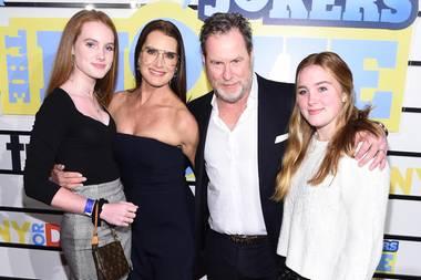 Brooke Shields mit Mann und Töchtern bei einer Kinopremiere