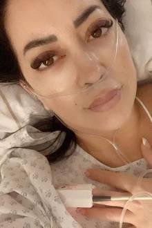 Modedesignerin Miyabi Kawai wird aufgrund von Magenproblemen ins Krankenhaus eingeliefert und muss sich prompt einer Not-OP unterziehen. Dass es ihr nicht gut geht, teilt sie ihren Fans mit diesem Selfie von der Intensivstation mit.