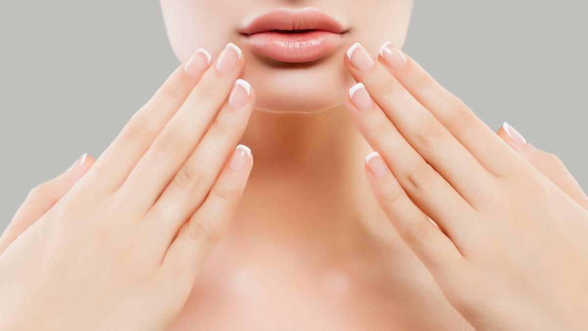 French Nails: der neue Trend ganz einfach von zu Hause aus