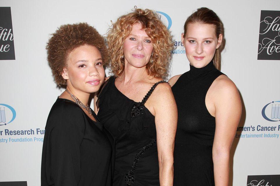 Mikaela Spielberg (l.) zusammen mit MutterKate Capshaw und SchwesterDestry Allyn Spielberg