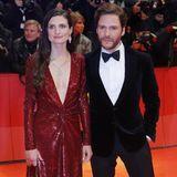 Gewusst wie - Daniel Brühl und seine Frau Felicitas Rumbold machen vor, wie ein glamouröser Pärchenlook funktioniert, beide inRalph Lauren.