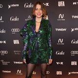 """Supermodel Eva Padberg darf bei der Berlinale natürlich auch nicht fehlen. Im grünmetalischem Achtziger-Look feiert sie bei der """"Berlin Opening Night""""."""